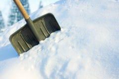Skyffel i snön Arkivfoto