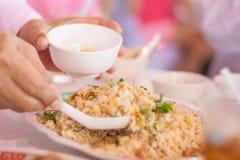 Skyffel med stekte ris Royaltyfri Fotografi