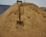 Skyffel på sanden Royaltyfri Foto