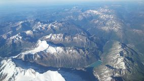 skyhöga over berg royaltyfri fotografi