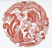 Skyla över brister snittet av draken och phoenix Arkivfoto