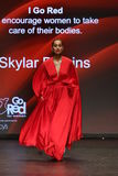 Skylar Diggins går landningsbanan på den amerikanska hjärtaanslutningen går röd för den röda klänningsamlingen 2016 för kvinnor Arkivfoton