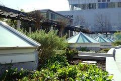 Skylights i kształtować teren ubierają up architekturę Fotografia Royalty Free