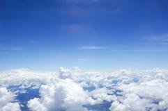 Skyline acima das nuvens Foto de Stock Royalty Free