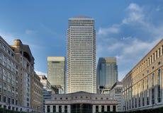 Skyline amarela do cais do quadrado de Cabot, Londres foto de stock royalty free