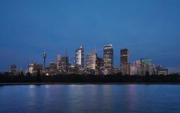 Skyline-Ansicht von Sydney an der Dämmerung gesehen vom botan Stockbild