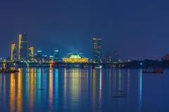A skyline ao longo do rio de Hanang na noite em Seoul, Coreia do Sul imagem de stock