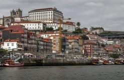 Skyline através do rio de Douro, Porto Fotografia de Stock Royalty Free