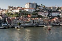 Skyline através do rio de Douro, Porto Imagens de Stock