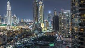 Skyline bonita da baixa de Dubai e da baía do negócio com timelapse moderno da noite da arquitetura video estoque