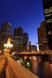 Skyline bonita da noite de Chicago Imagem de Stock