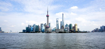 Skyline bonita de Shanghai Pudong no crepúsculo Fotografia de Stock Royalty Free