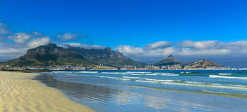 Skyline of Cape Town and Table Mountain Royalty Free Stock Images