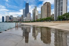 Skyline of Chicago, Illinois from North Avenue Beach on Lake Mic. Higan Royalty Free Stock Photos