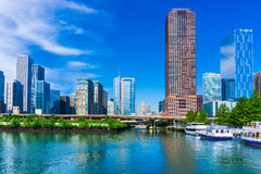 Skyline Chicagos, Illinois und Chicago River Ufergegend Stockfoto