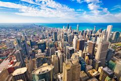 Skyline Chicagos, Illinois, USA an der Dämmerung stockfotos