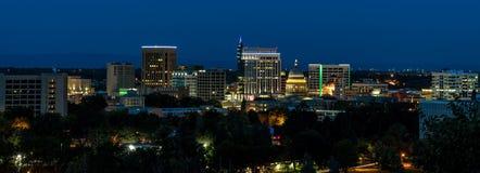Skyline clássica de Boise Idaho vista na noite com amanhecer azul profundo Fotos de Stock Royalty Free