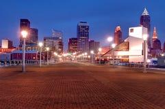 Skyline Cleveland-, Ohio nachts Stockfotografie