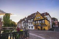 Skyline colorida da cidade da casa da madeira de Colmar França meia imagem de stock royalty free