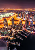 Skyline colorida majestosa do porto de Dubai durante a noite Porto de Dubai, United Arab Emirates Fotos de Stock Royalty Free