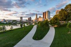 Skyline of Columbus, Ohio from Bicentennial Park bridge at Night Royalty Free Stock Photos