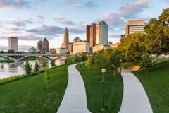 Skyline of Columbus, Ohio from Bicentennial Park bridge at Night Royalty Free Stock Images