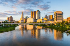 Skyline of Columbus, Ohio from Bicentennial Park bridge at Night Royalty Free Stock Photography