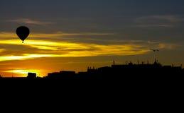Skyline com balão e gaivota Imagem de Stock Royalty Free