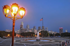 Skyline da baixa do crepúsculo da cidade da arquitectura da cidade de Philadelphfia Fotografia de Stock Royalty Free