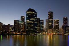 Skyline da cidade com rio Fotografia de Stock Royalty Free