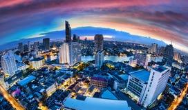 Skyline da cidade de Banguecoque com rio do chaophya, Tailândia Fotografia de Stock Royalty Free