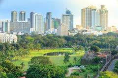 Skyline da cidade de Manila em Filipinas Distritos de Ermita e de Paco vistos de intra muros imagens de stock royalty free