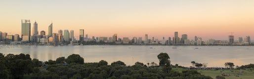 Skyline da cidade de Perth em imagem de stock