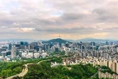 Skyline da cidade de Seoul, a melhor vista de Coreia do Sul fotos de stock royalty free