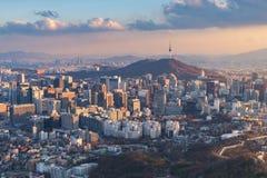 Skyline da cidade de Seoul, a melhor vista de Coreia do Sul fotos de stock