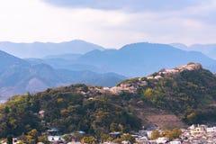 Skyline da cidade de Shizuoka durante as flores de cerejeira (parque do castelo de Sunpu) imagens de stock royalty free