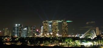 skyline da cidade de singapore na noite Fotografia de Stock Royalty Free