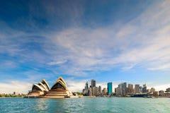 Skyline da cidade de Sydney com o teatro da ópera Imagens de Stock Royalty Free