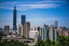 Skyline da cidade de Taipei com o Taipei 101 visto da montanha do elefante em Taiwan Fotografia de Stock Royalty Free
