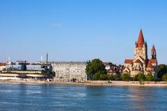 Skyline da cidade de Viena de Danube River Imagens de Stock Royalty Free