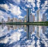 Skyline da cidade de Xiamen, China fotos de stock