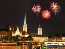 A skyline da cidade de Zurique na noite Imagens de Stock Royalty Free