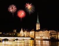 A skyline da cidade de Zurique na noite Foto de Stock