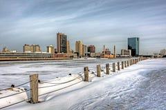 Skyline da cidade do inverno fotografia de stock royalty free