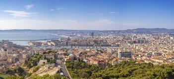 Skyline da cidade do panorama de Marselha França no porto de Vieux fotografia de stock royalty free