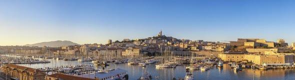 Skyline da cidade do panorama de Marselha França no porto de Vieux imagem de stock royalty free