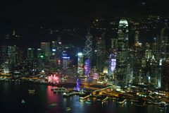 Skyline da ilha de Hong Kong na noite Imagens de Stock