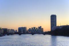 Skyline da noite da cidade de Londres Fotografia de Stock Royalty Free