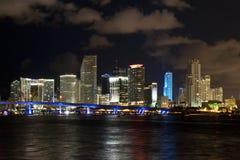 Skyline da noite da cidade de Miami Imagem de Stock
