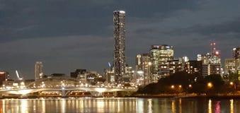 Skyline da noite da queda/outono de Brisbane Fotos de Stock